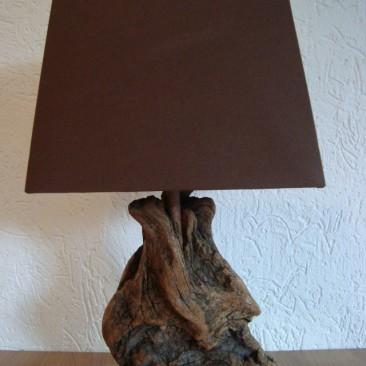 Tischlampe mit Treibholzfuß